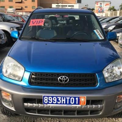 Toyota_rav4_bleu